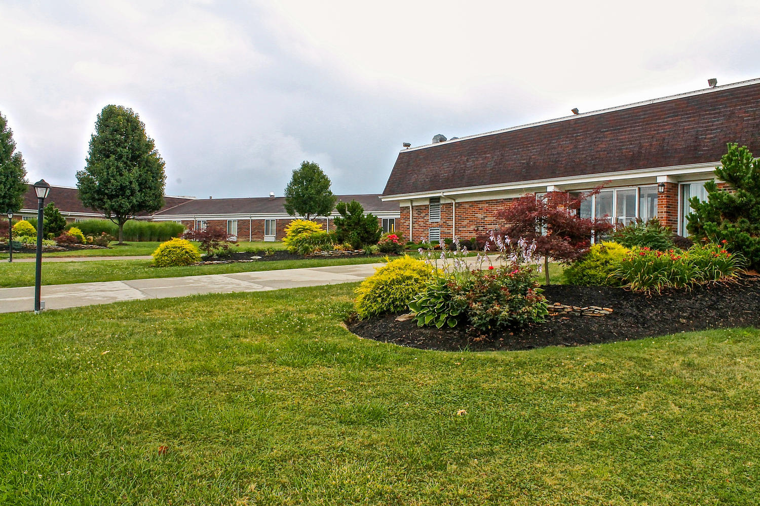 Exterior view of Stonerise Beckley building with colorful landscaping and green lawn
