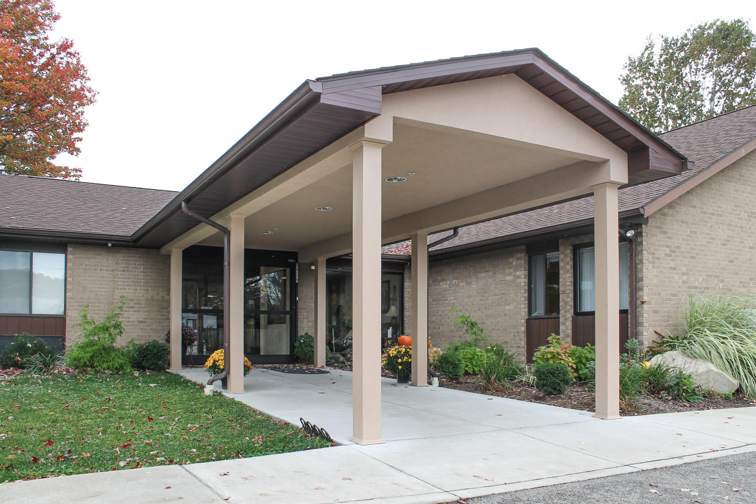 Exterior view of Stonerise Belmont building entrance in the fall