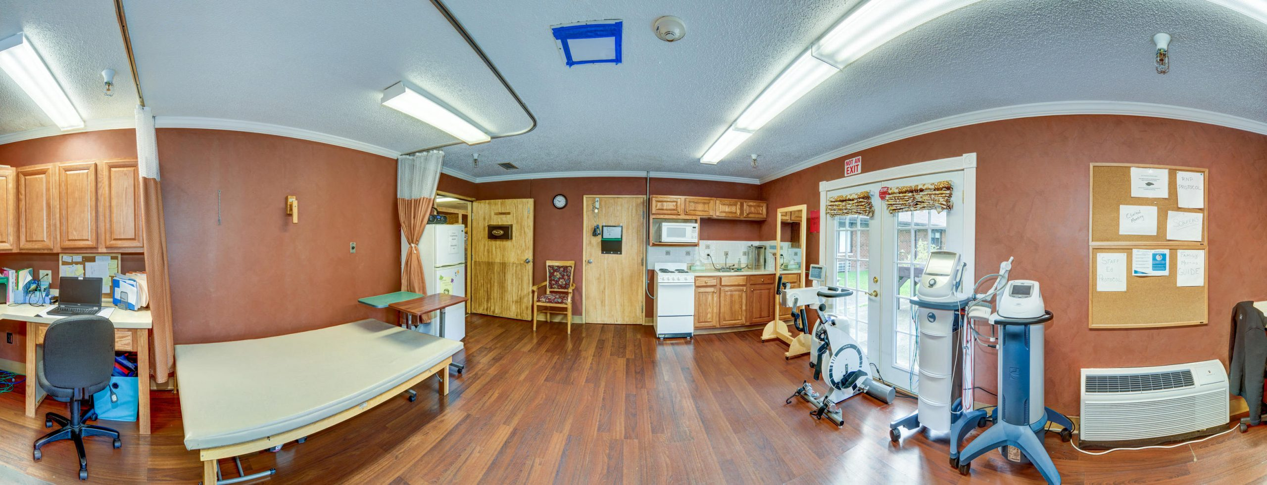 Panoramic view of Stonerise Bridgeport Therapy and Rehabilitation room with equipment