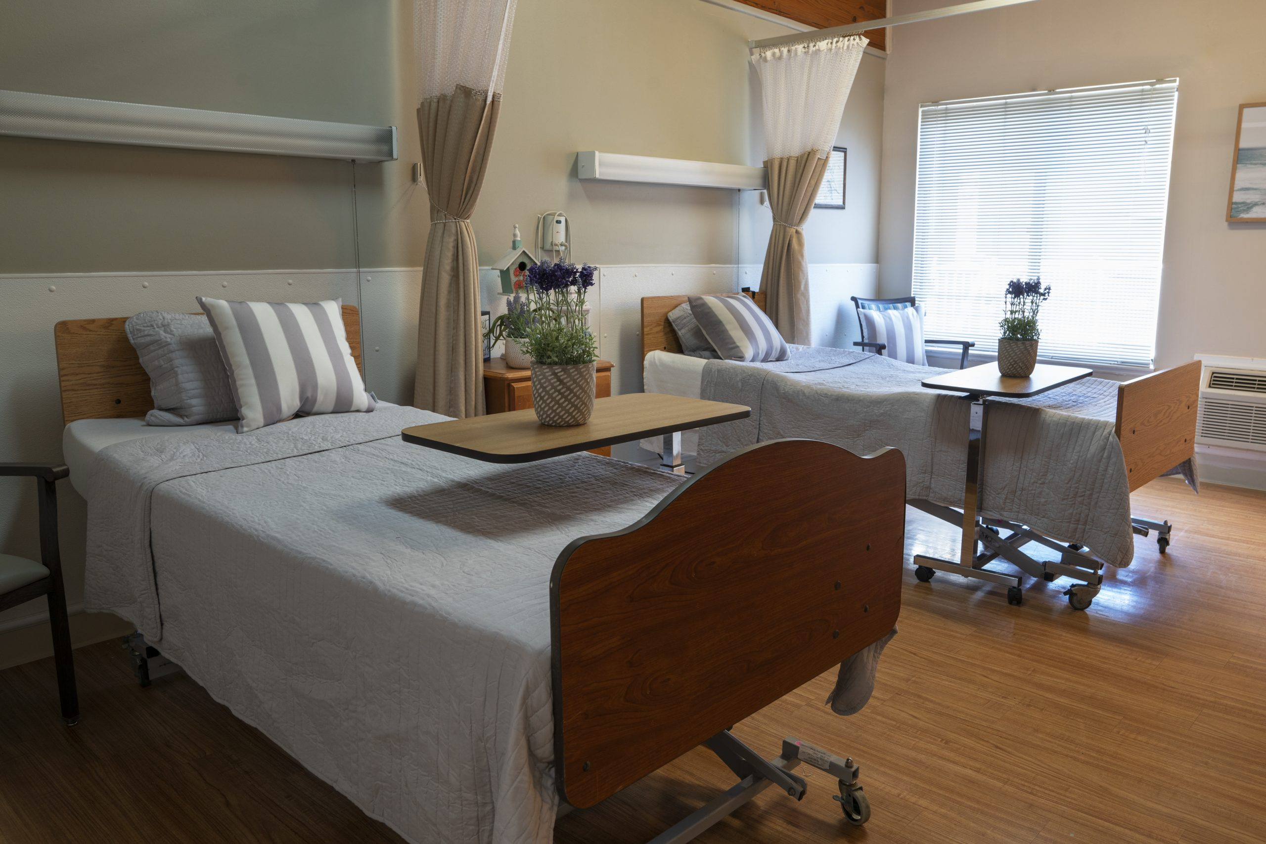 Stonerise Parkersburg patient room with two beds and flowers