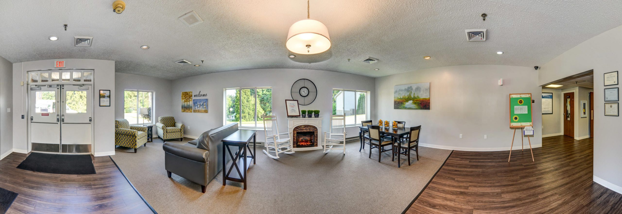 Panoramic view of Stonerise Wellsburg lobby with fireplace and seating areas