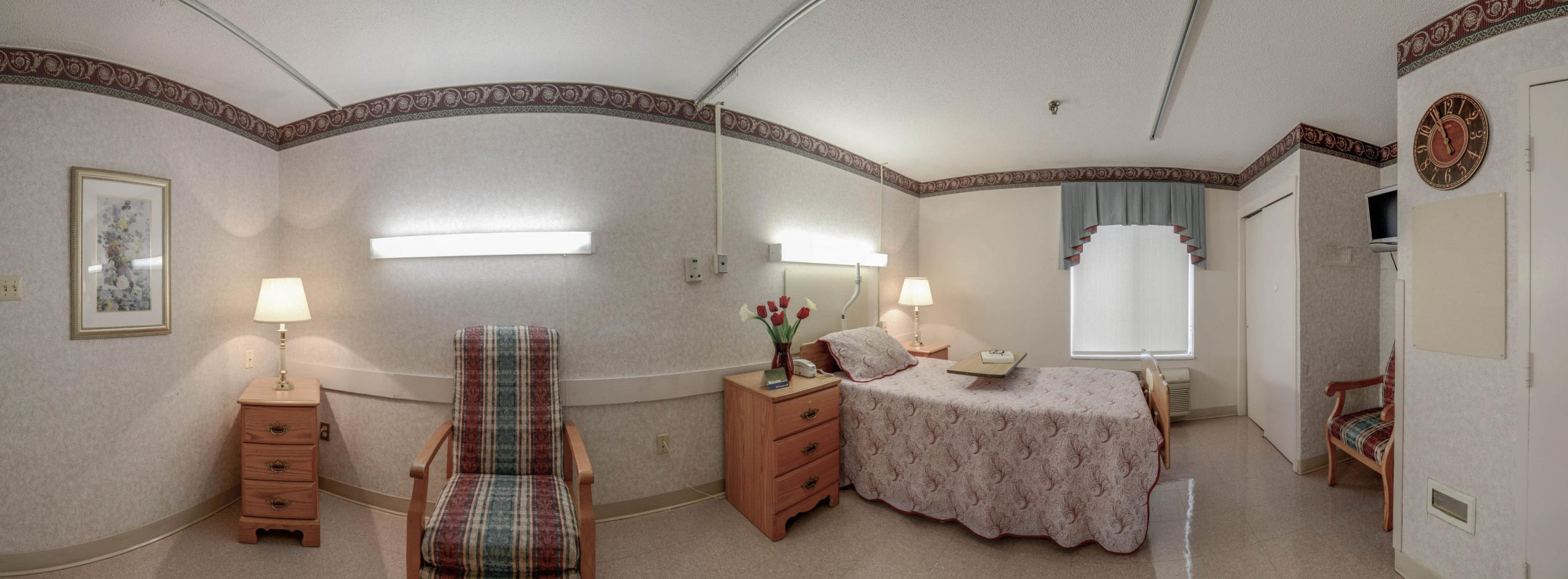 Panoramic view of Stonerise Beckley private patient room with one bed and TV