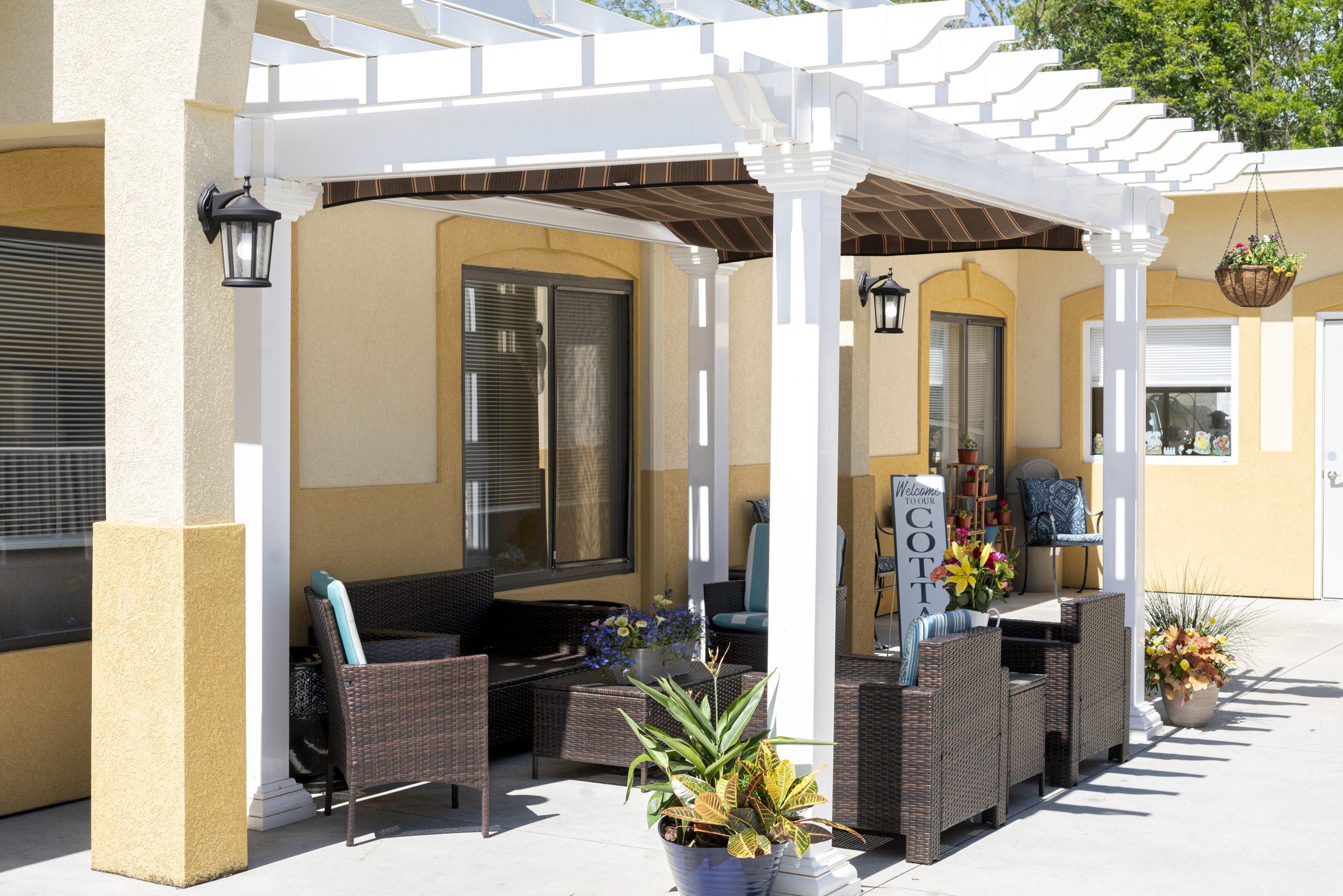 Stonerise Parkersburg patio area with seating under pergola