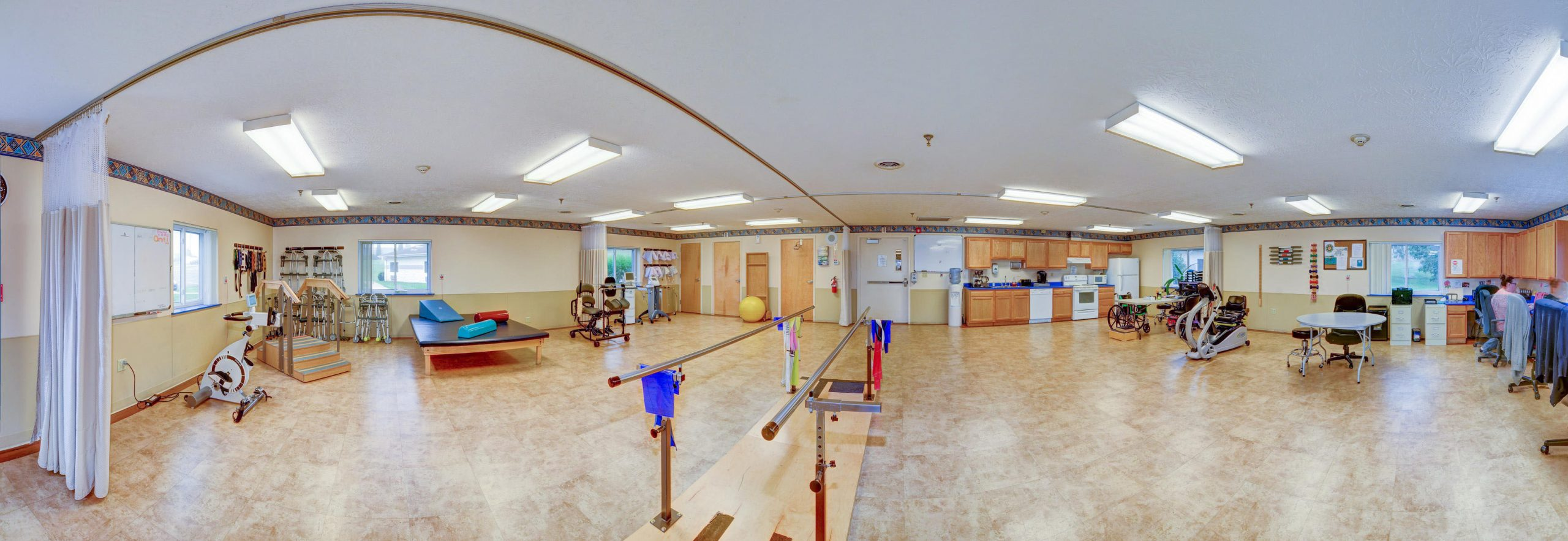 Panoramic view of Stonerise Lewisburg Therapy and Rehabilitation room