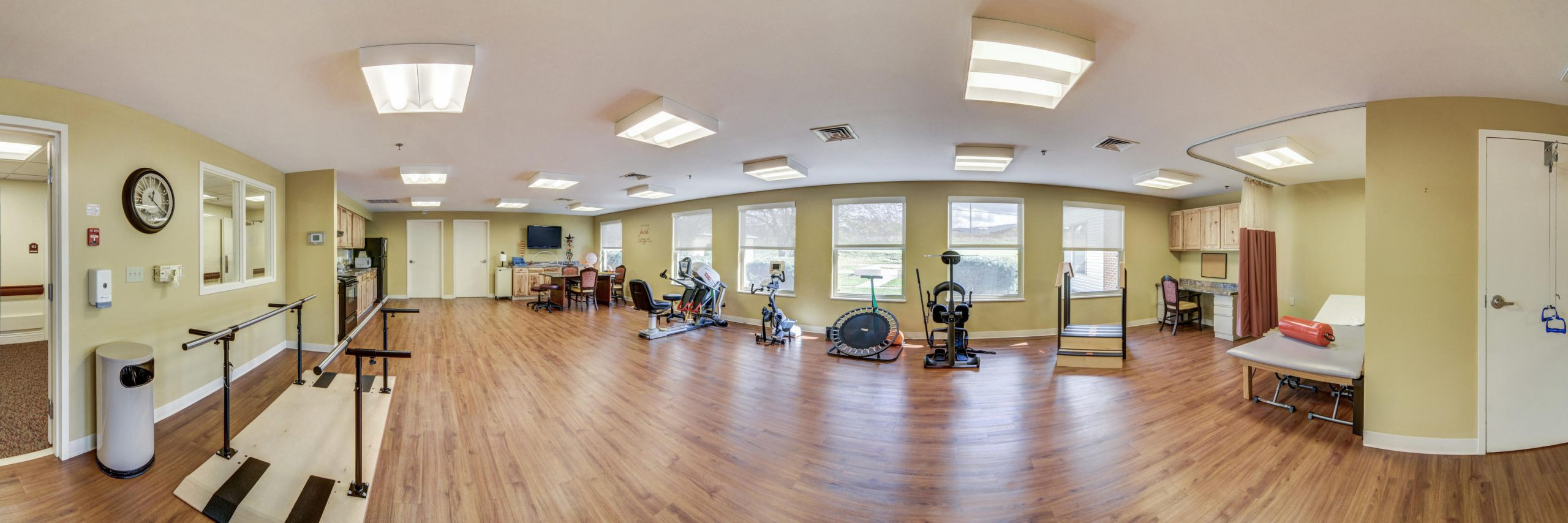 Panoramic view of Stonerise Lindside Therapy and Rehabilitation room with equipment