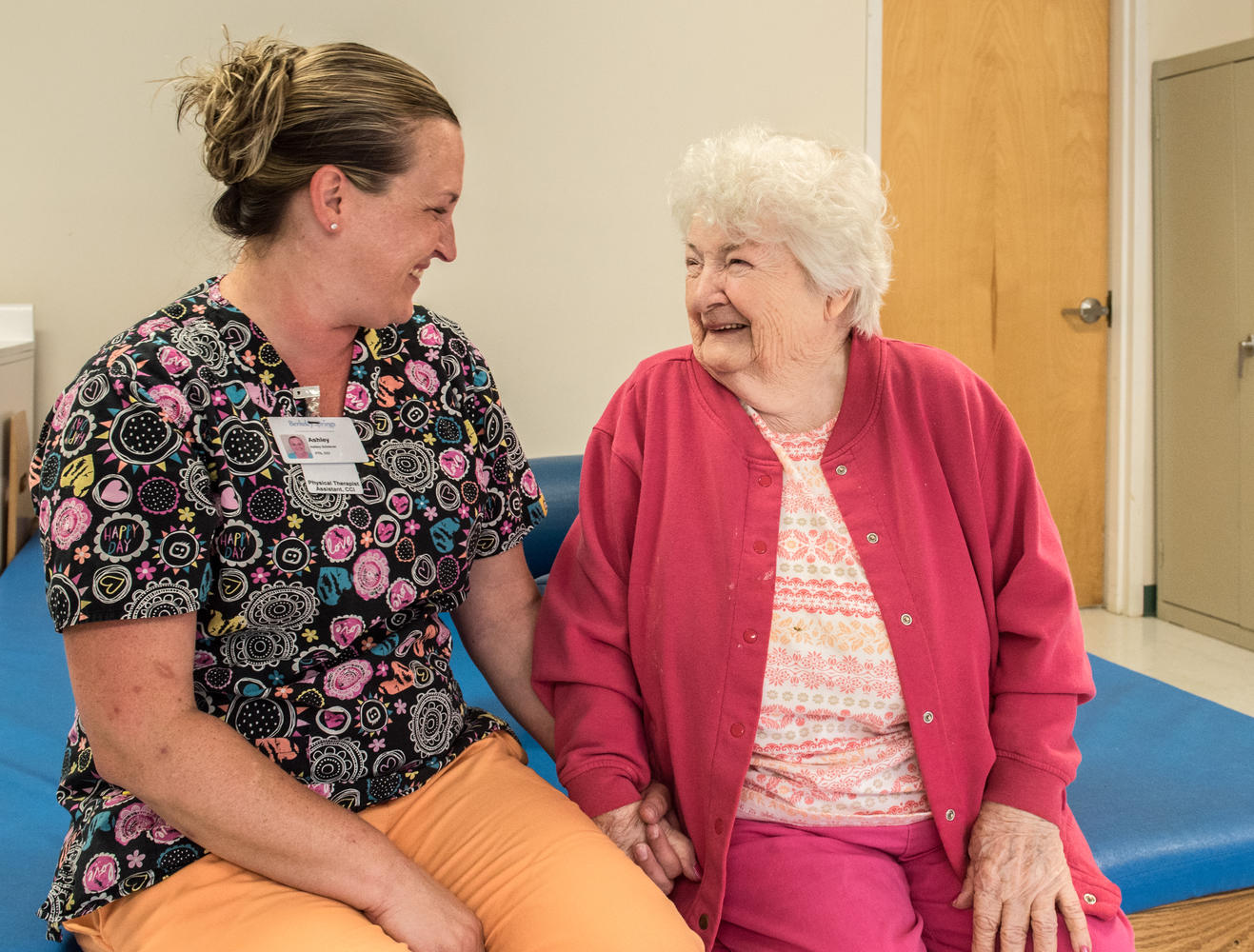 Stonerise Berkeley Springs patient and team member chat during a Physical Therapy session