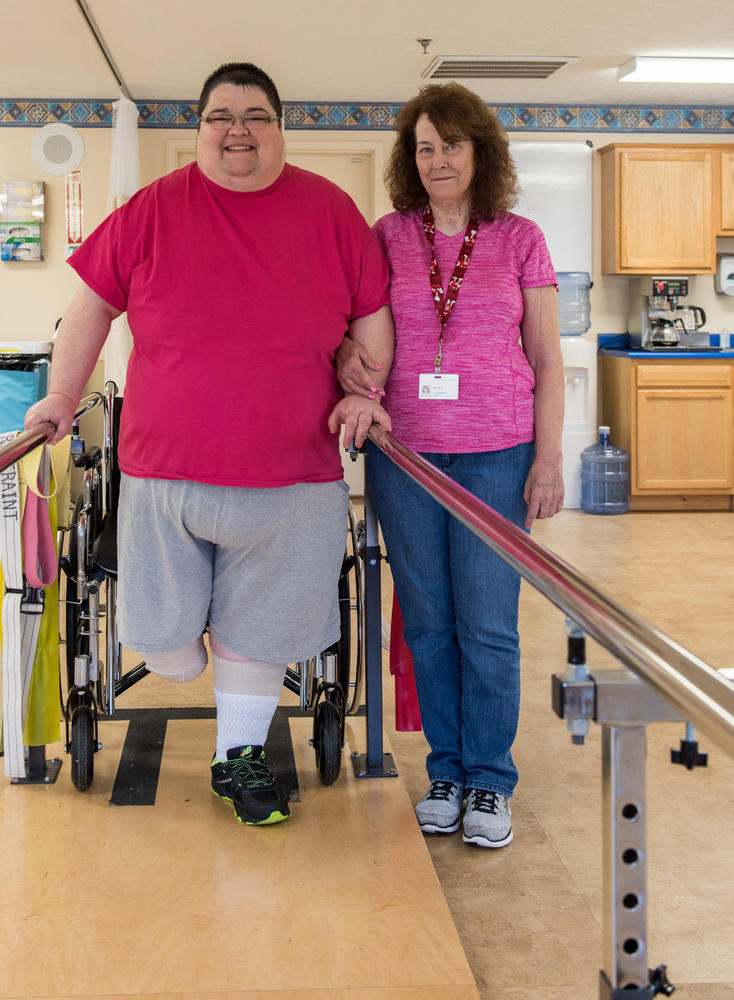 Stonerise Lewisburg patient using equipment during Physical Therapy session