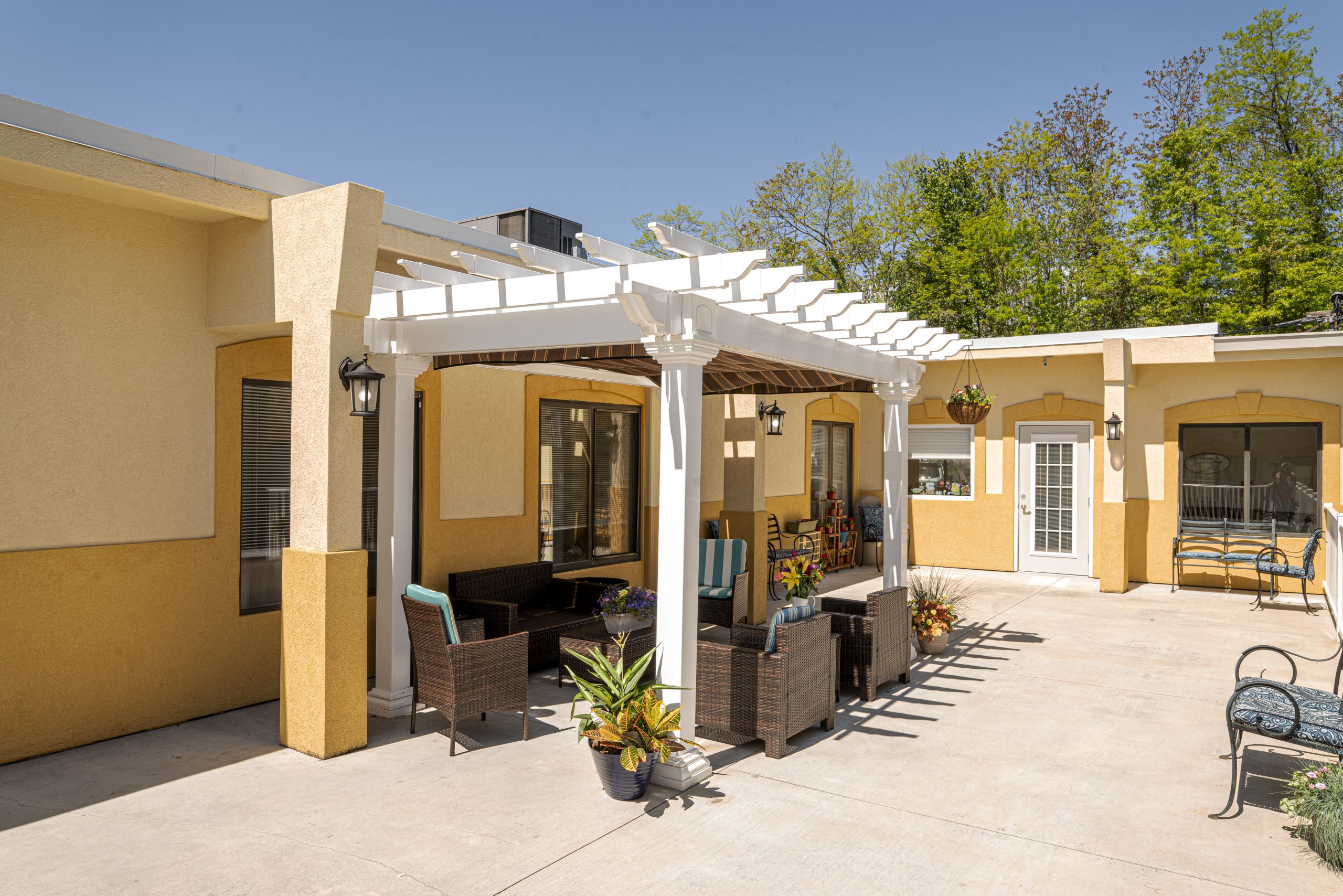 Wide view of Stonerise Parkersburg patio area with pergola and seating