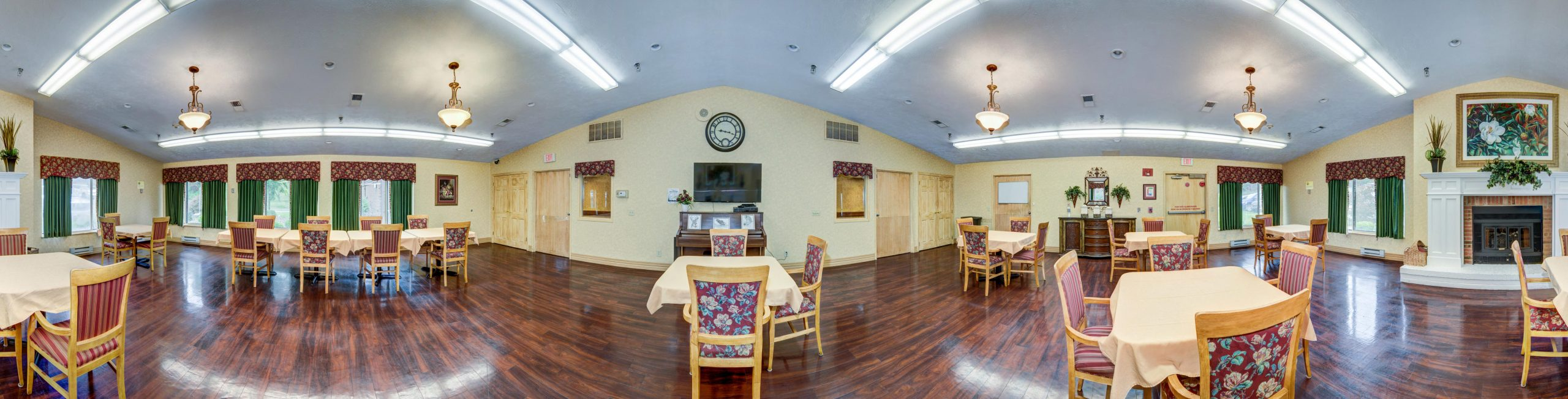 Stonerise Bridgeport dining room with fireplace, TV and piano