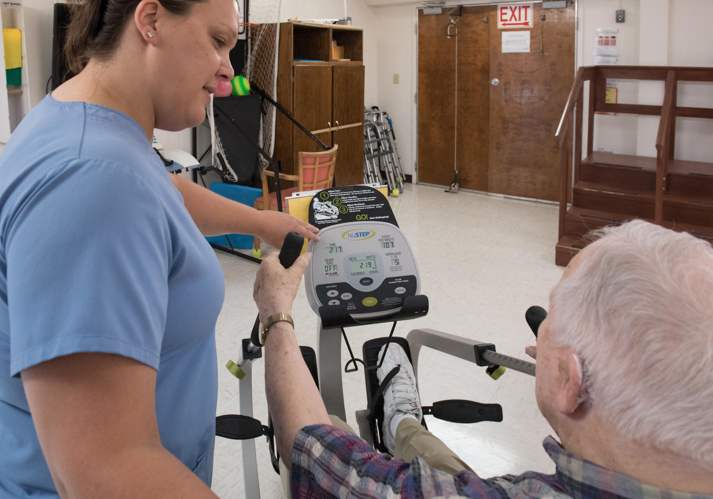 Therapist instructing patient using equipment during Stonerise Princeton Therapy session
