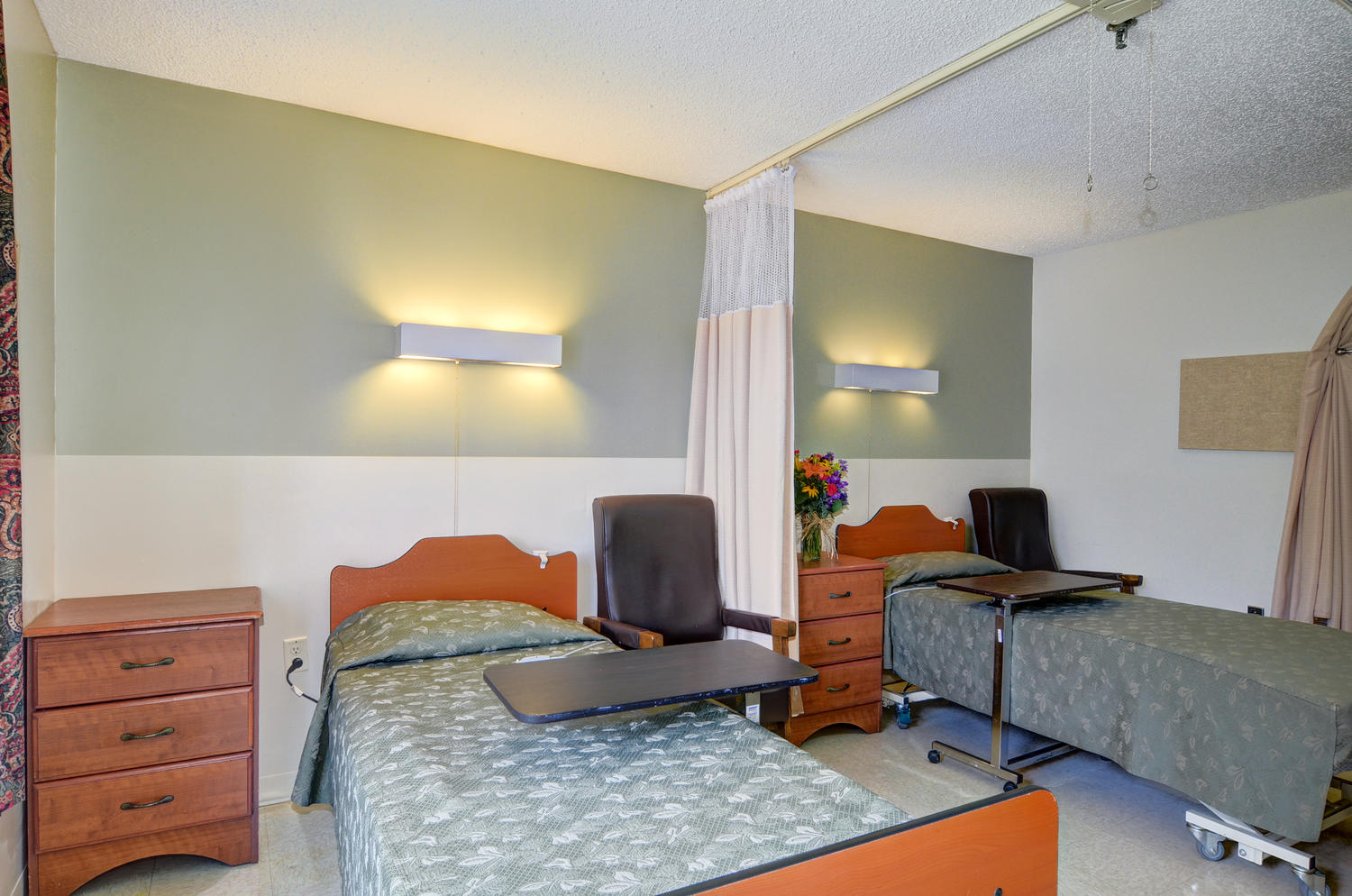 Stonerise Wellsburg patient room with two beds and open curtains