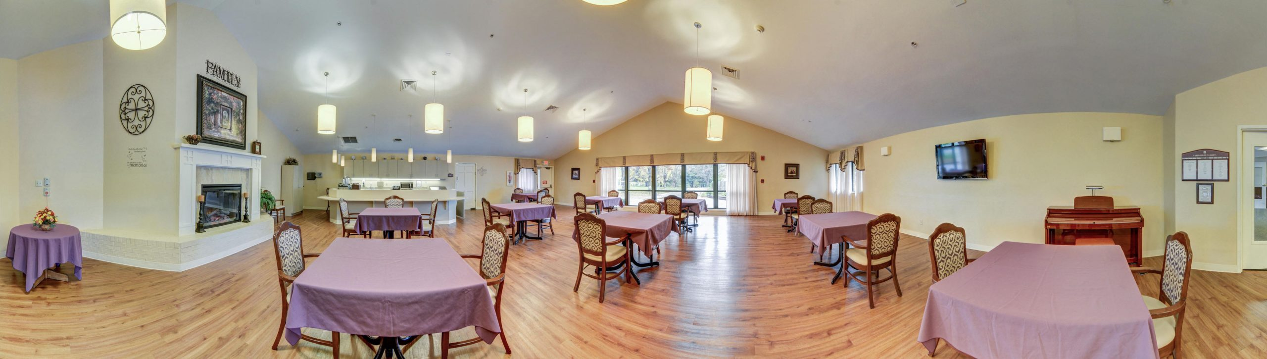 Panoramic view of Stonerise Belmont dining room with fireplace, piano and TV