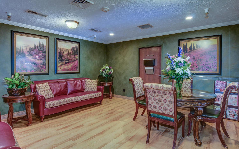 Stonerise Bridgeport sitting room with flowers and magazine rack