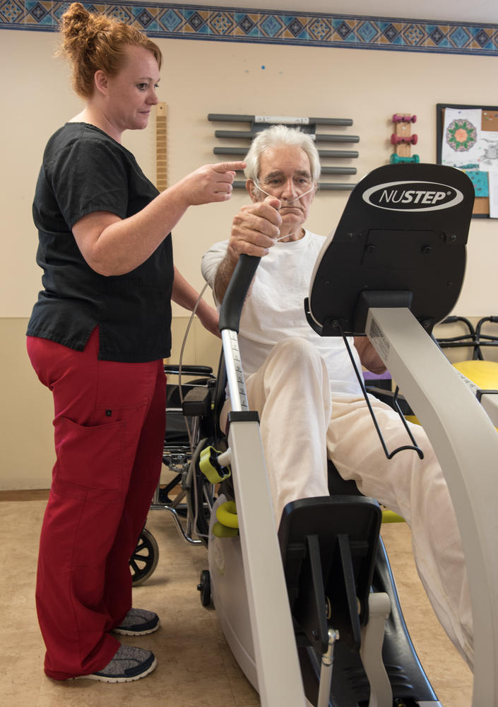 Patient and therapist during Stonerise Lewisburg Physical Therapy session