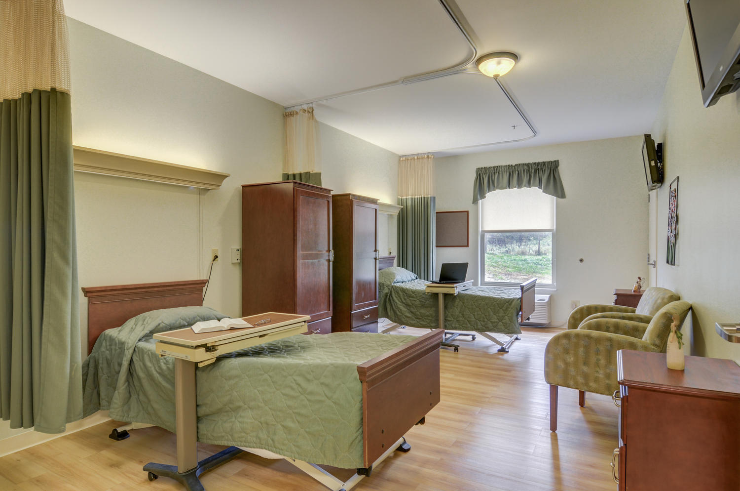 Stonerise Lindside semiprivate patient room with two beds and two TVs