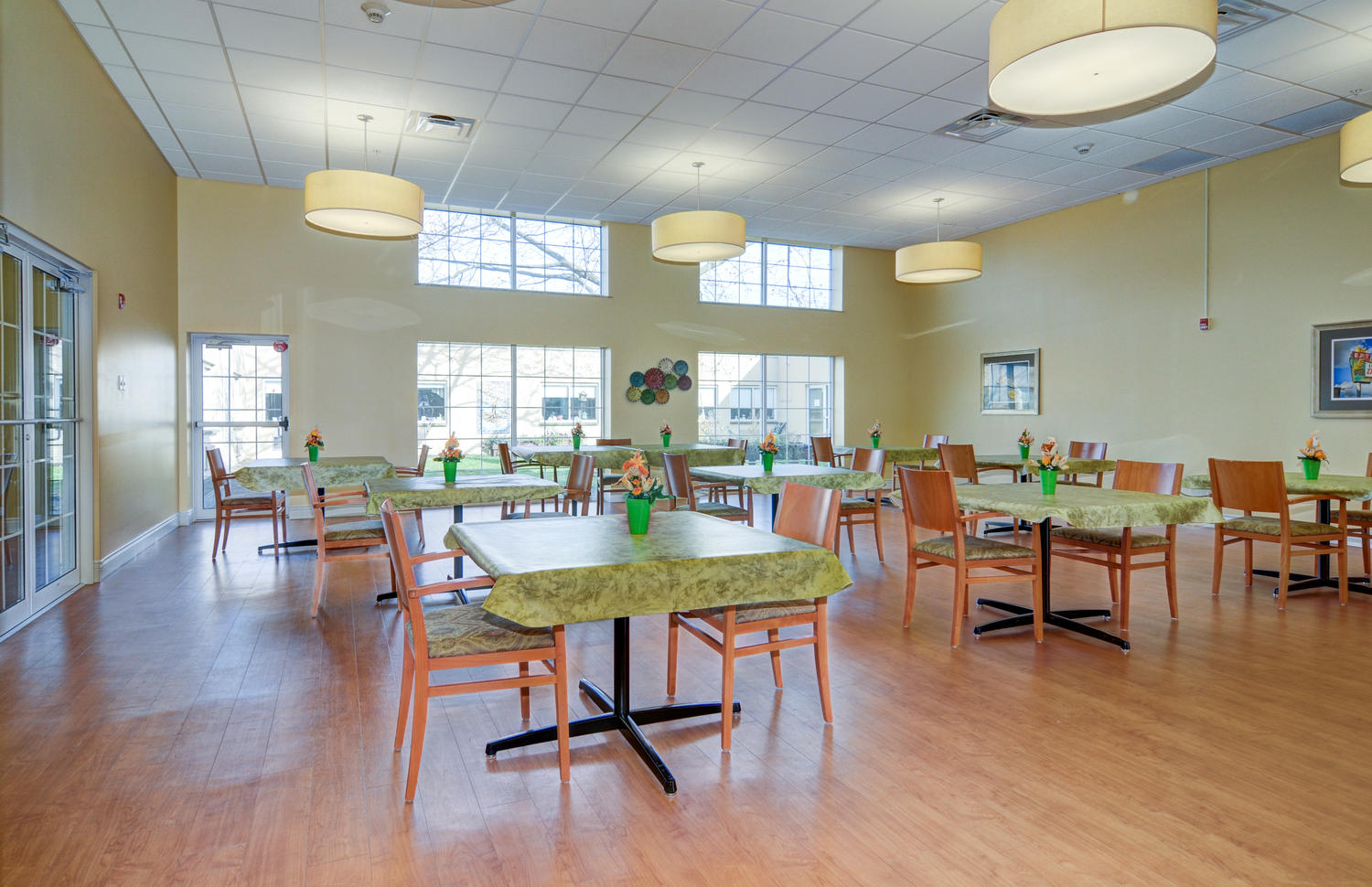 Stonerise Morgantown dining room with floral decorations and sun shining through windows