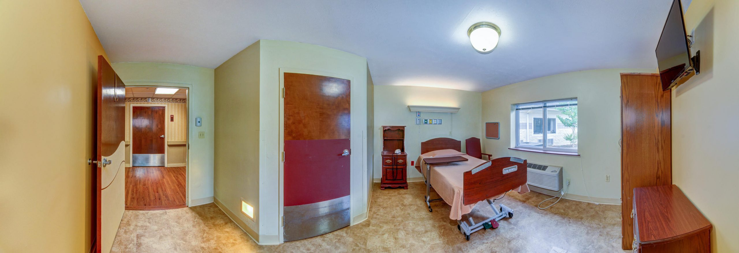Panoramic view of Stonerise Lewisburg private patient room