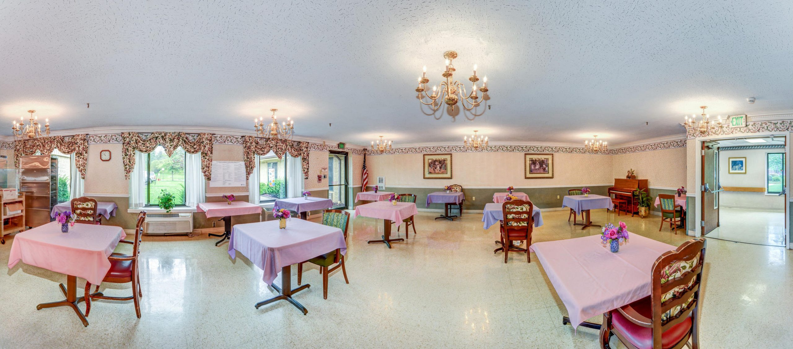 Panoramic view of colorfully decorated Stonerise Keyser dining room