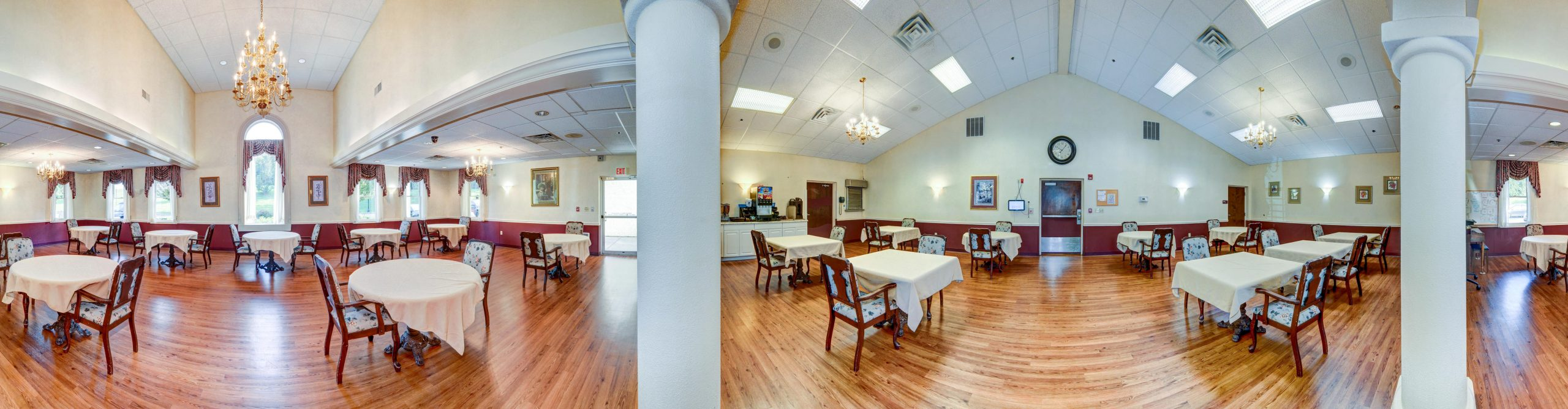 Panoramic view of Stonerise Lewisburg dining room with columns