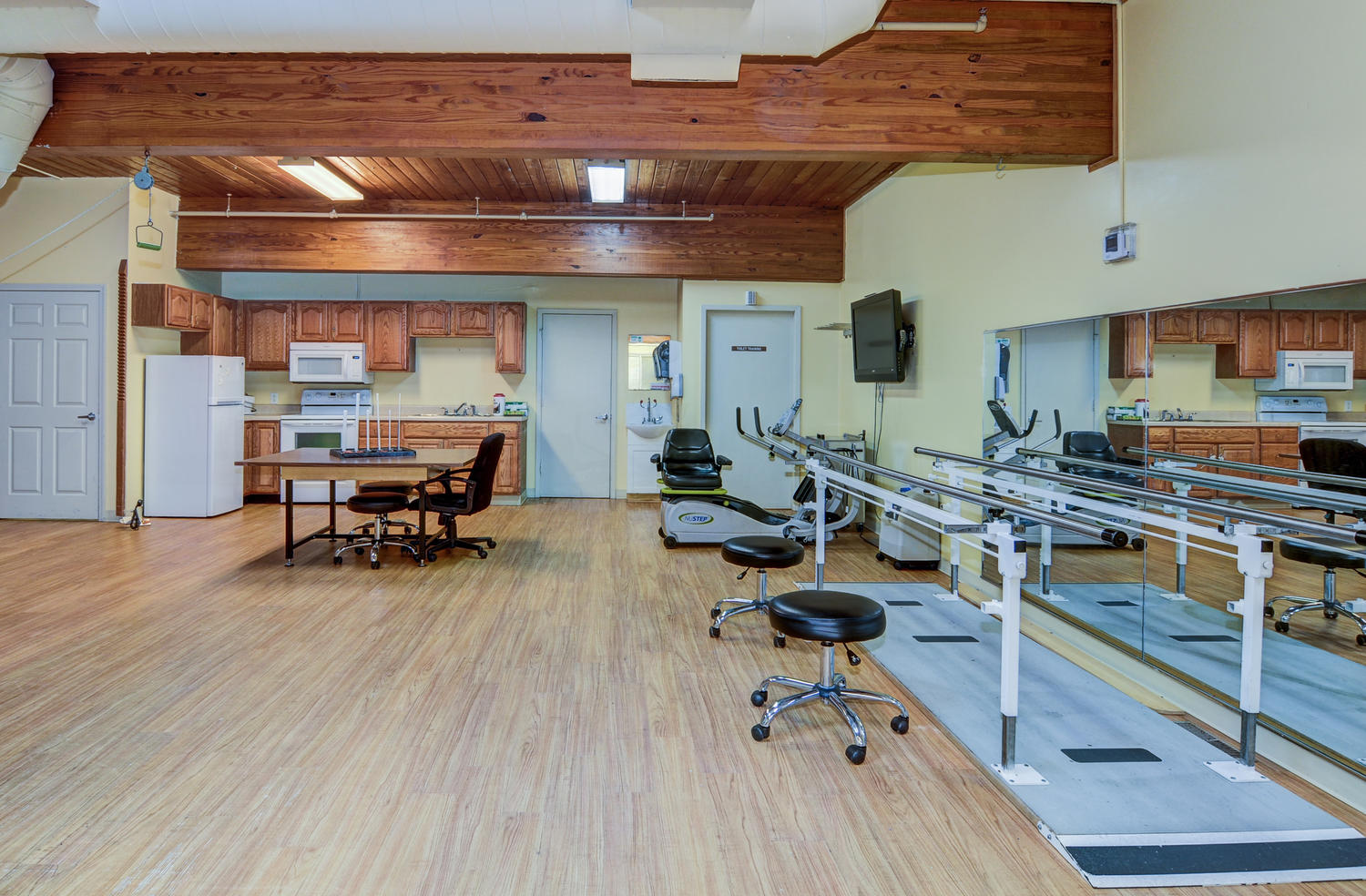 View of Stonerise Parkersburg Therapy and Rehabilitation equipment and kitchen area