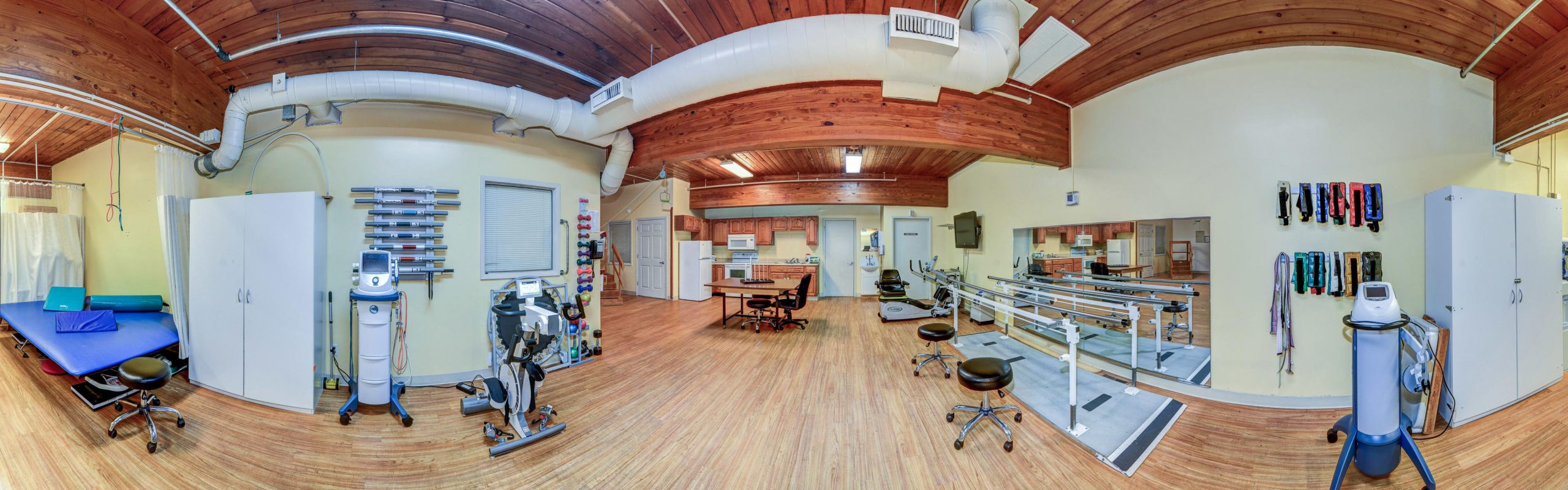 Panoramic view of Stonerise Parkersburg Therapy and Rehabilitation room with equipment