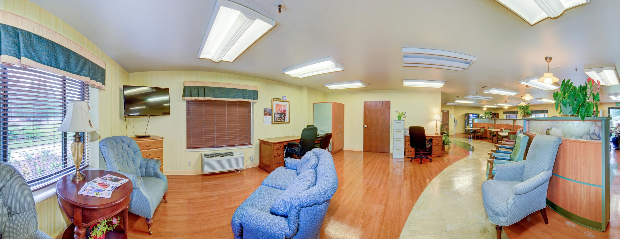 Panoramic view of Stonerise Keyser sitting room with TV