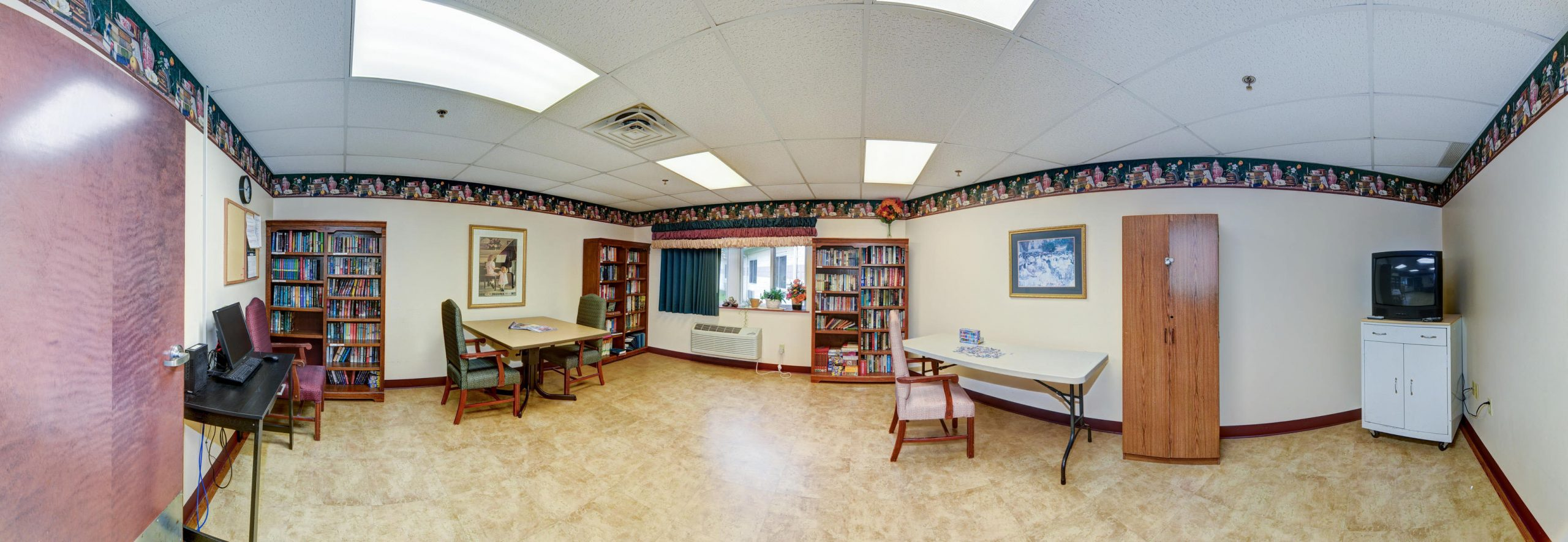Panoramic view of Stonerise Lewisburg library with bookshelves and seating areas