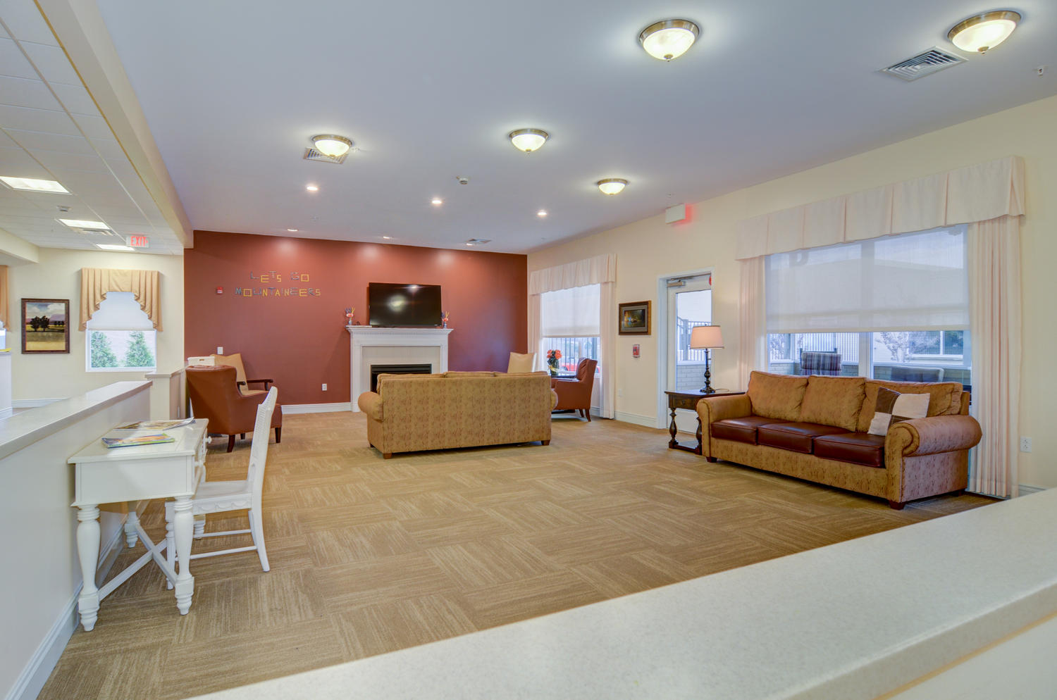 Stonerise Morgantown Memory Care Unit sitting room with fireplace and TV