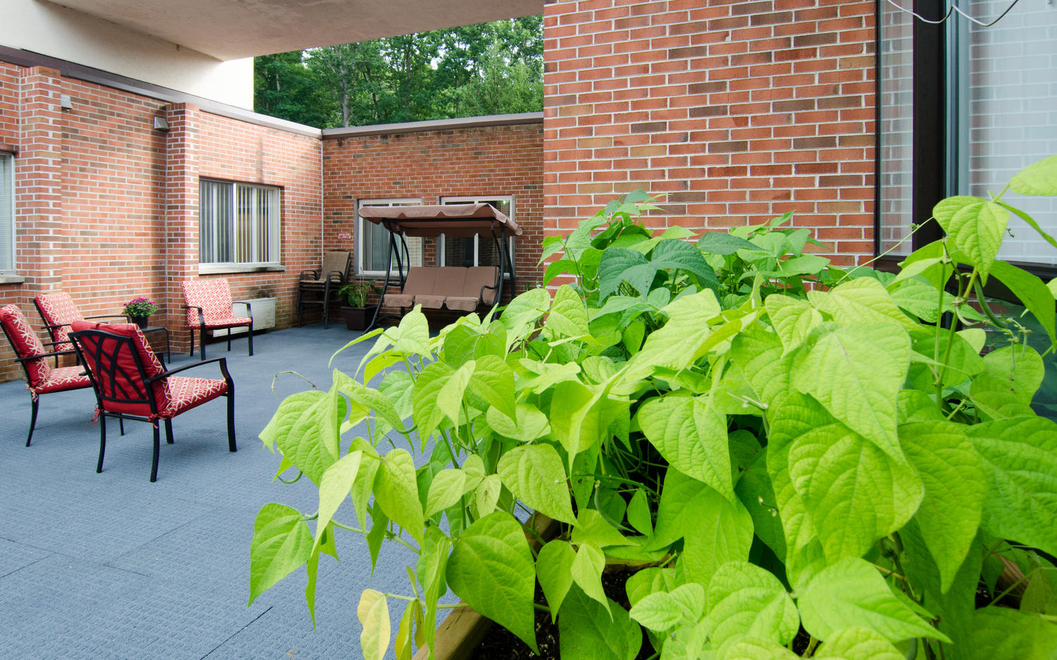 Stonerise Princeton outdoor atrium with seating area and plants