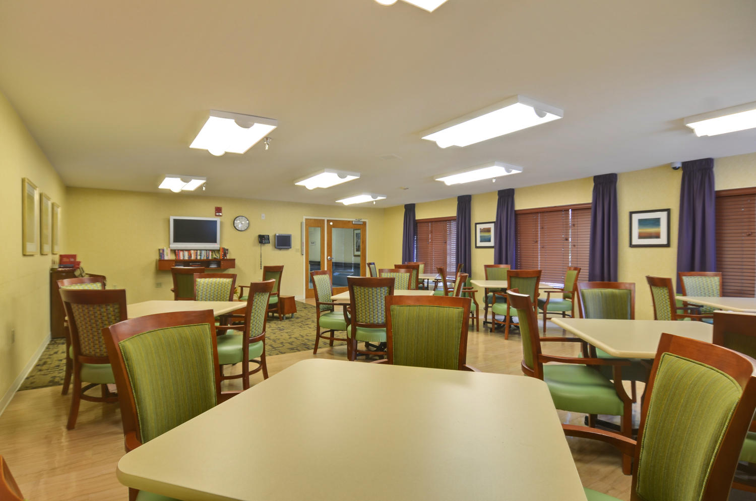 Stonerise Clarksburg activity room with tables and TV