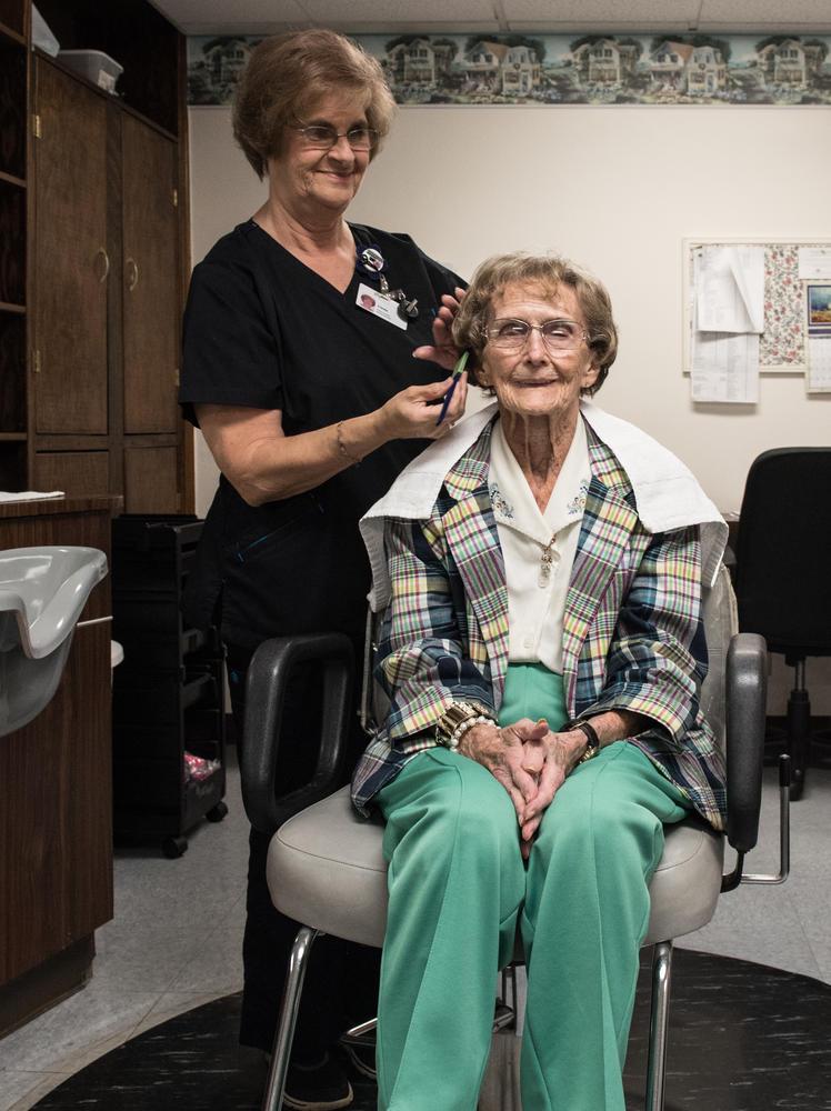 Stonerise Princeton patient gets a haircut in center beauty shop