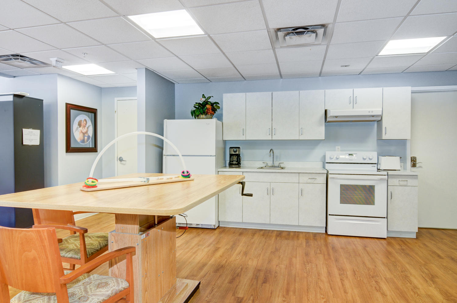 Kitchen area in Stonerise Morgantown Physical Therapy and Rehabilitation room