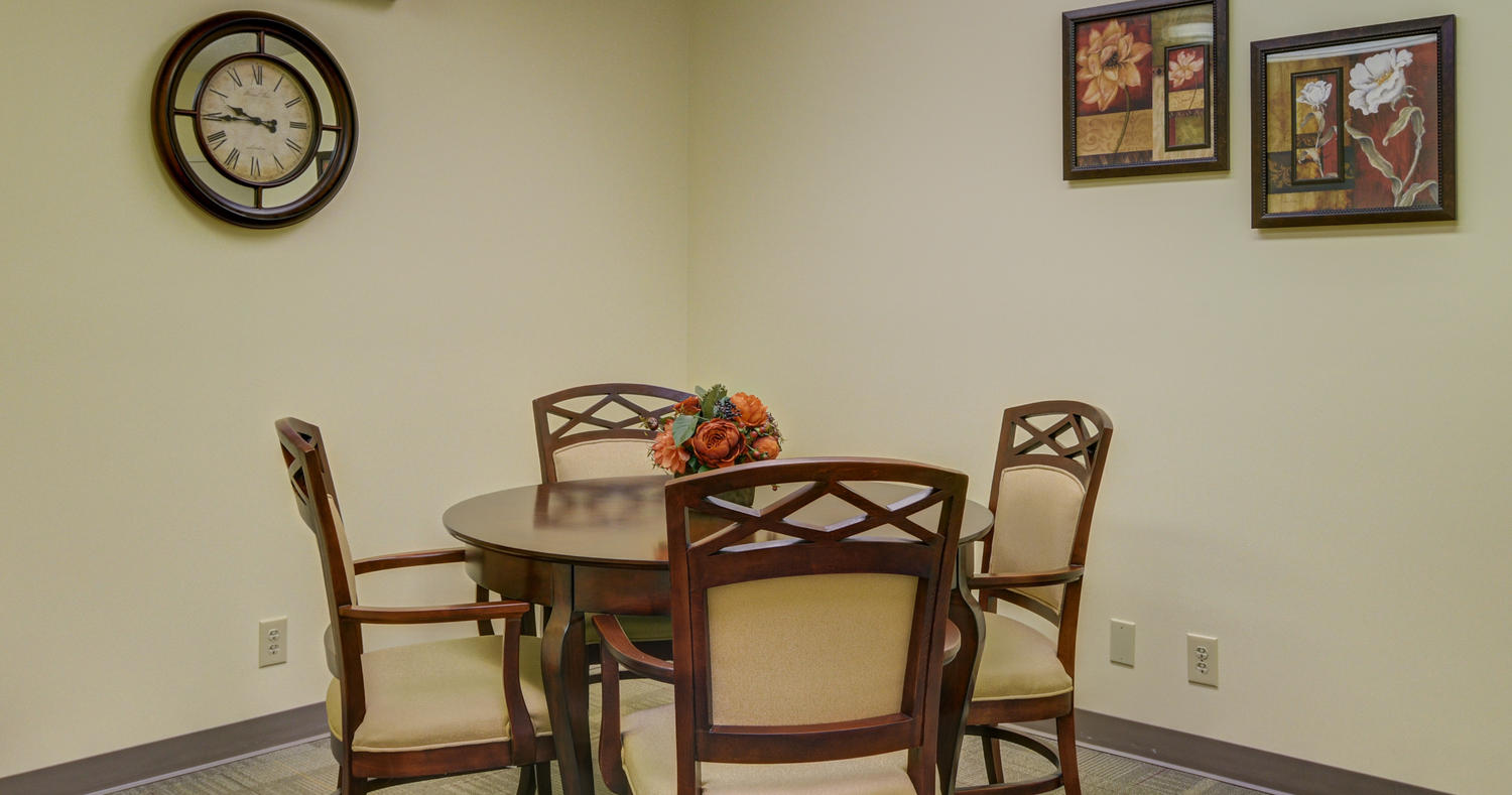 Stonerise Lindside meeting room with table and chairs
