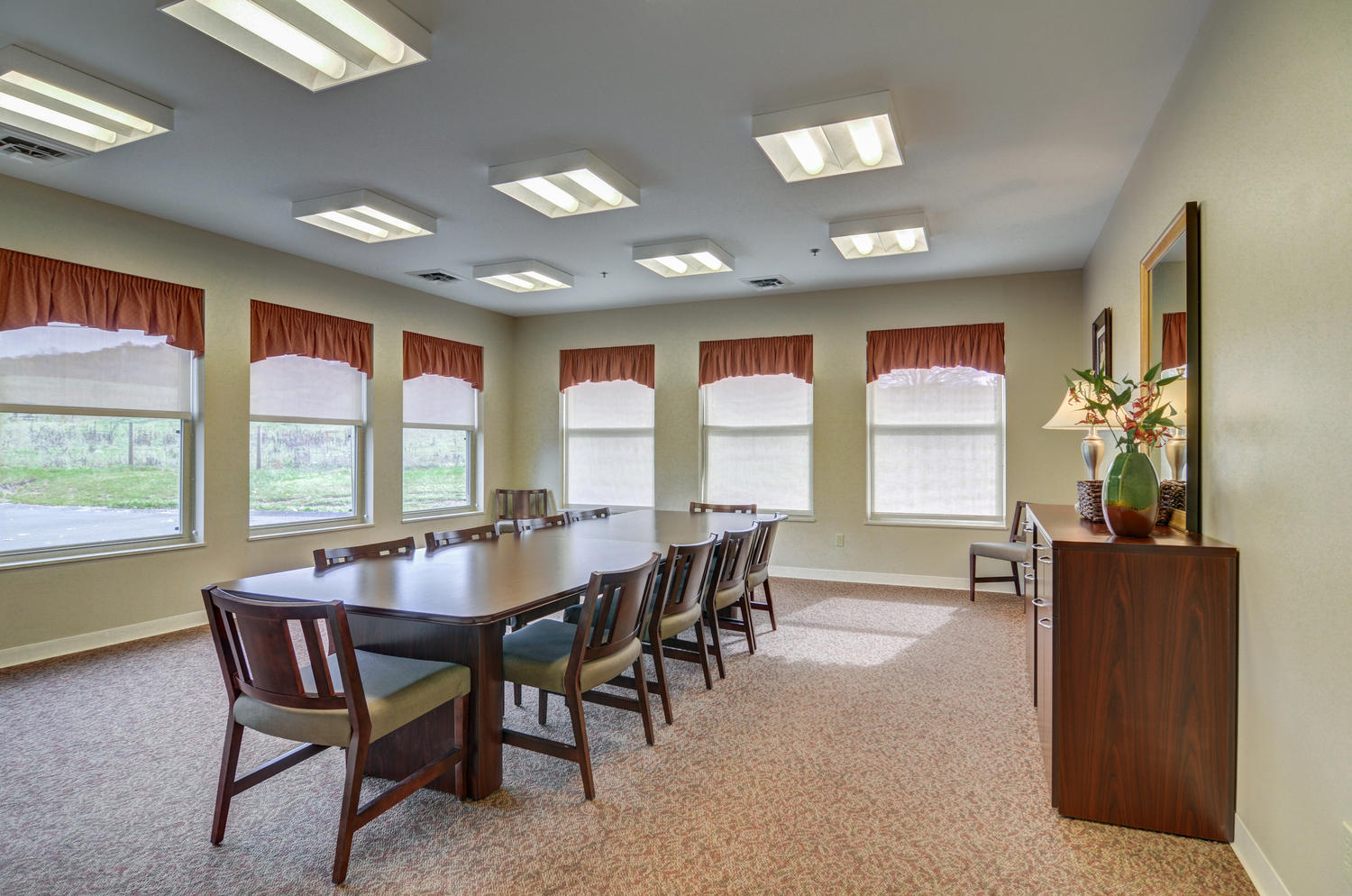 Stonerise Lindside conference room with table and windows