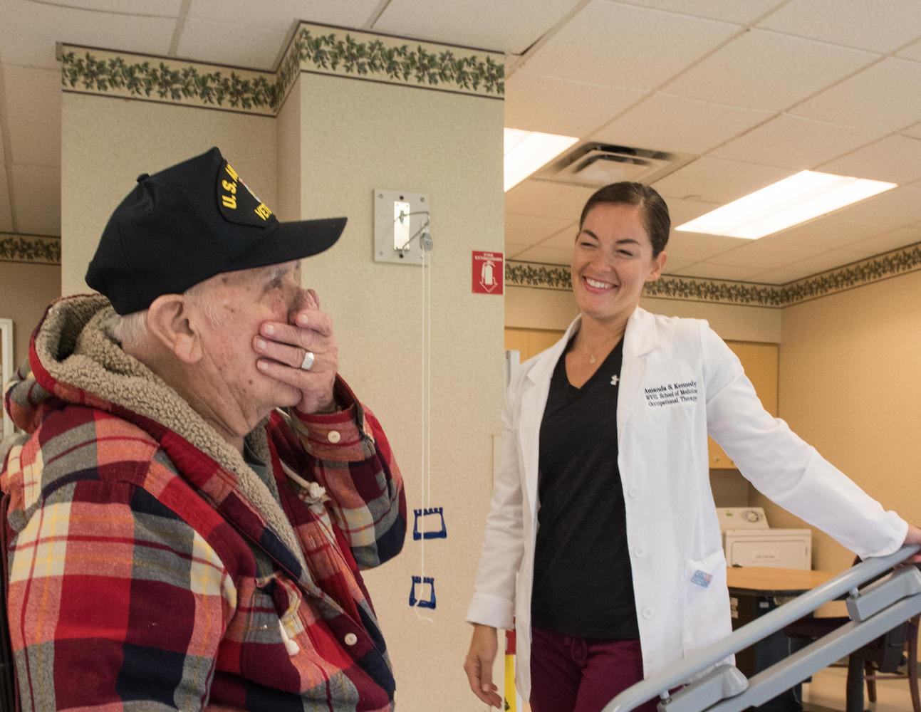 Stonerise healthcare worker providing therapy to elderly patient in Stonerise Martinsburg gym