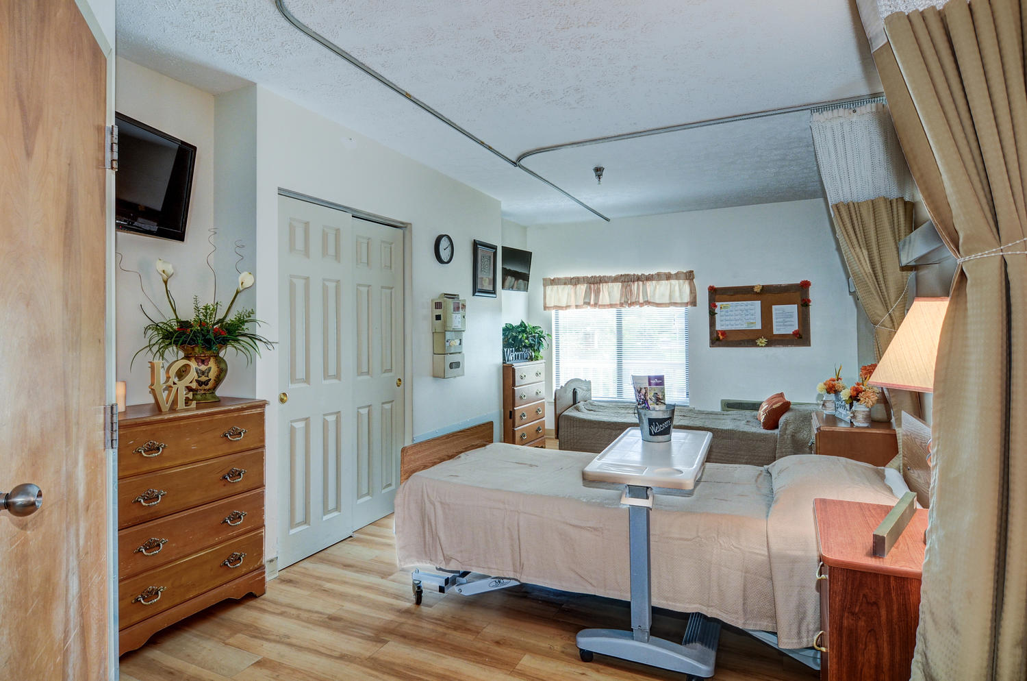 Stonerise Parkersburg skilled nursing home and transitional care facility patient room